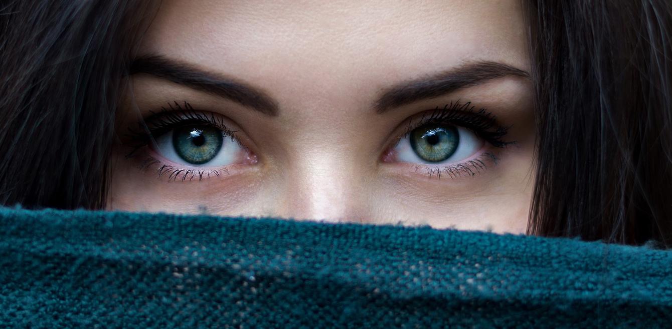 Hogyan őrizzük meg a szempillák egészségét?
